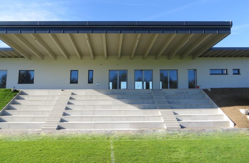 Tribüne am TSV-Sportplatz
