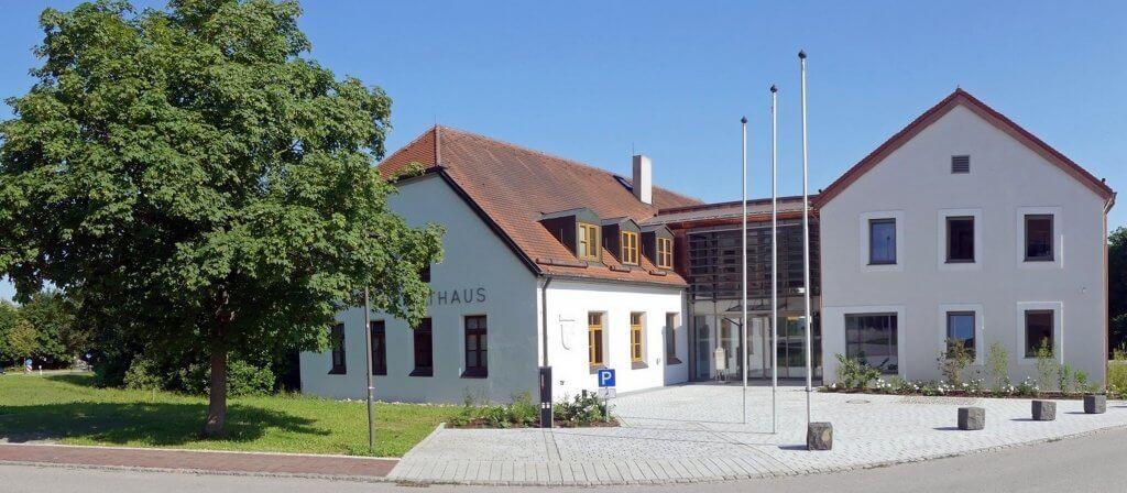 Haupteingang Rathaus Tuntenhausen